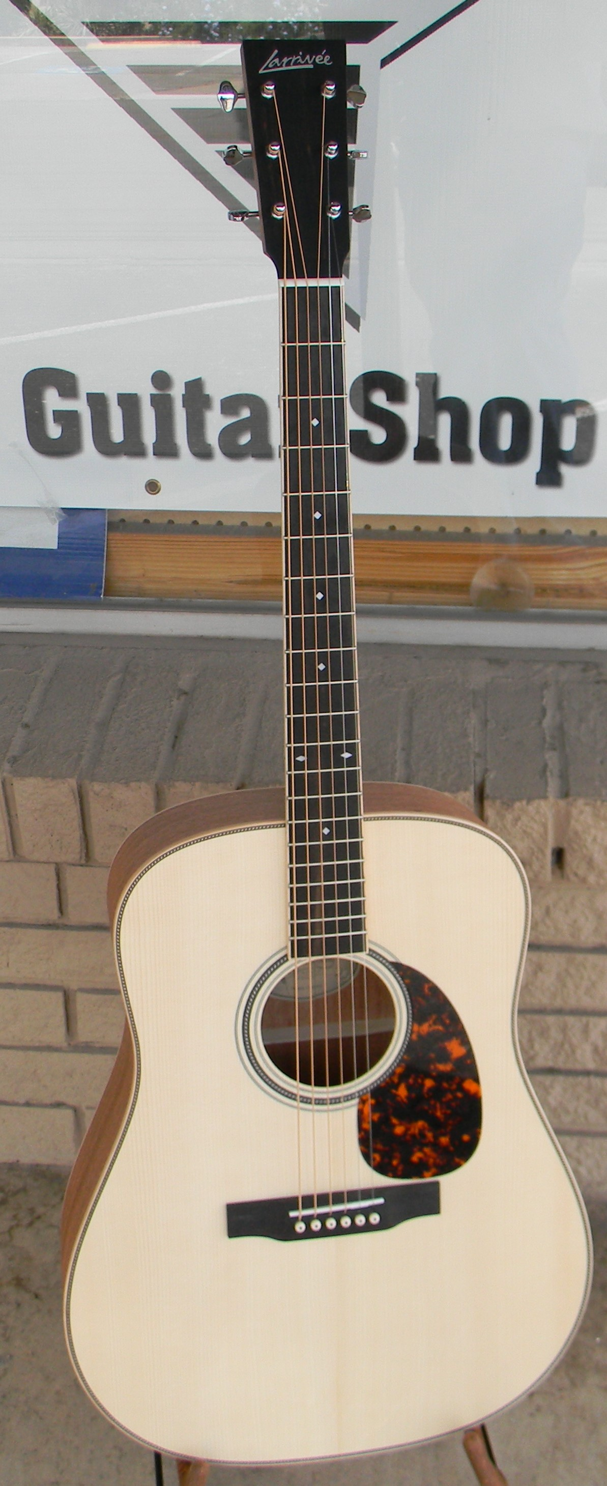 Larrivee d 40MH with Austrian spruce top. Scalloped bracing on this Austrian spruce top combined with premium mahogany back and sides make for a dreadnought with a huge. clear voice that will rival boutique and custom guitar guitars at 2-3 times the price. List: $2,048.00 SALE: $1,595.00