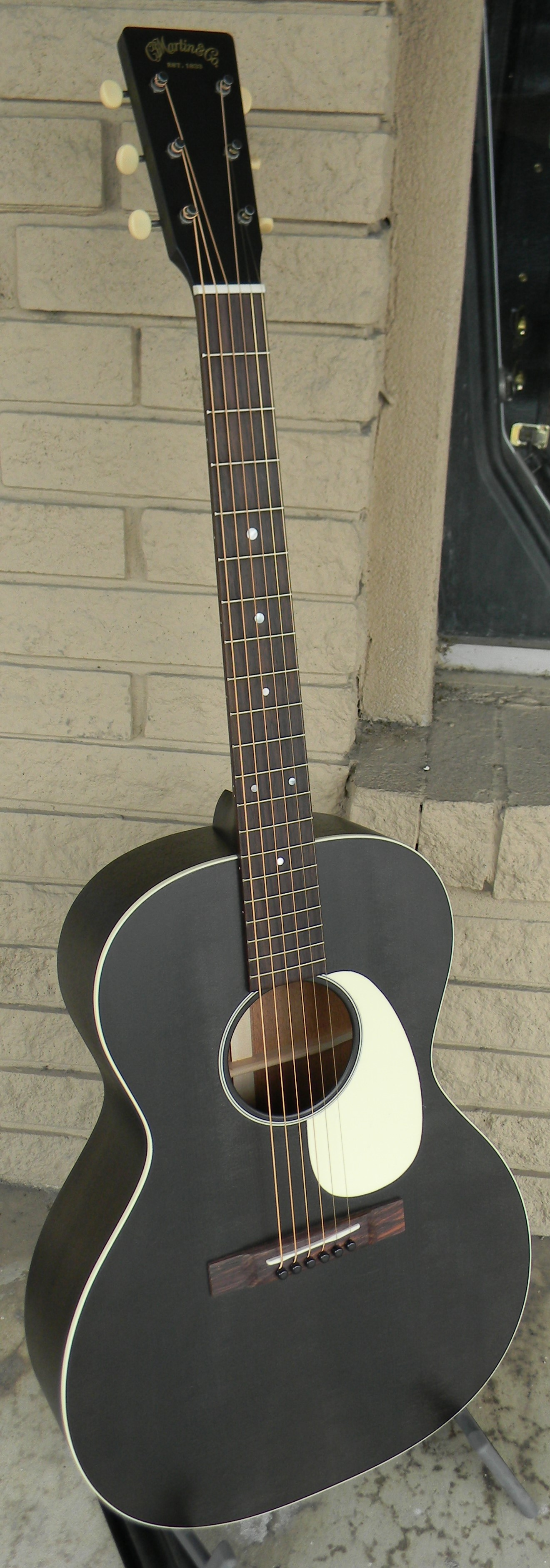 00-17L Black Smoke. Solid sitka spruce and mahogany. $1,859.00